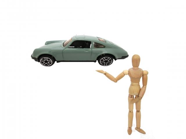 車とデッサン人形
