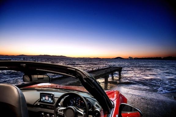 海辺のオープンカー