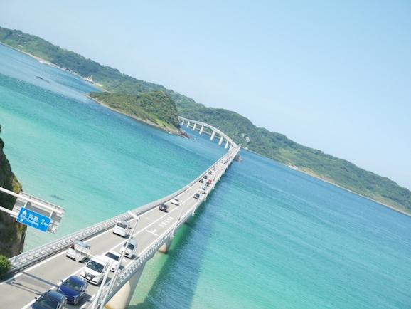 海にかかる橋