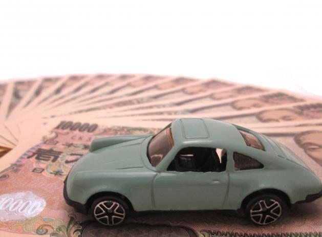 一万円紙幣とトイカー