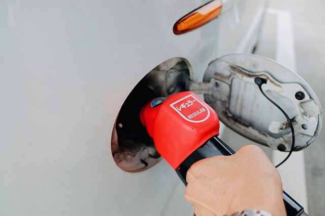 レギュラーガソリンの給油